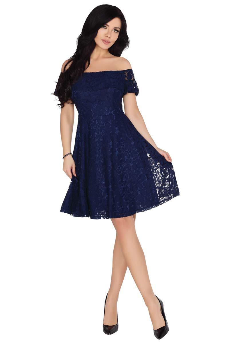 1dcd38c0b8 Rozkloszowana Granatowa Sukienka z Koronki z Odkrytymi Ramionami ...