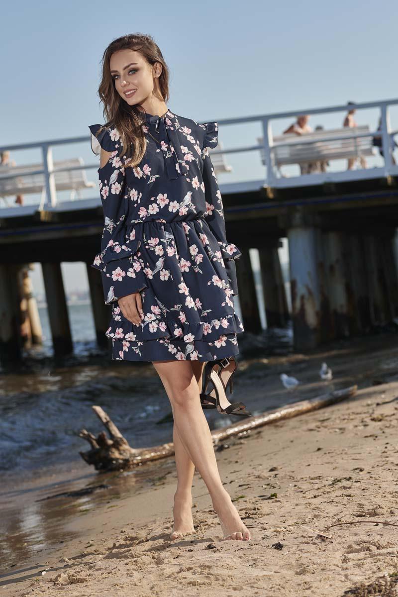 828d12f601 ... Granatowa Wzorzysta Sukienka w Kwiaty z Falbankami Typu Cold Shoulder