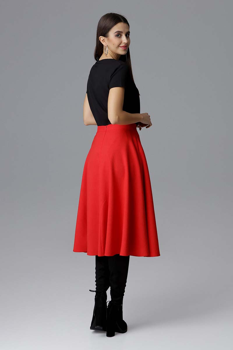 Czerwona rozkloszowana spódnica midi na pasku